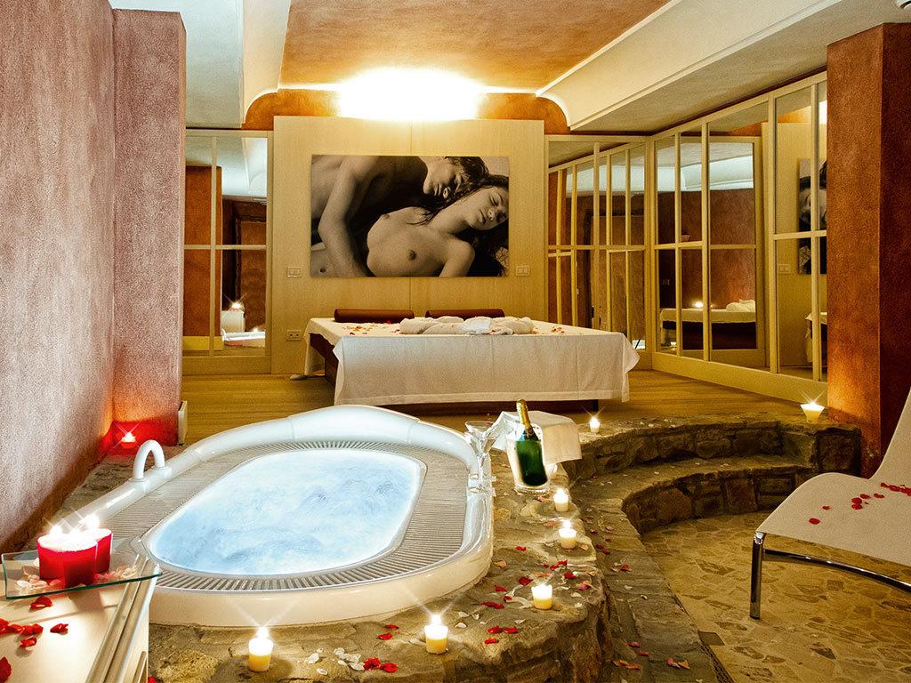 Bagno Romantico In Due spa privata: romantica intimità sul lago di garda | chervò